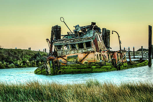 Shipwreck - Mary D. Hume by Jim Adams