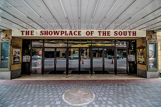 Showplace by Mike Dunn