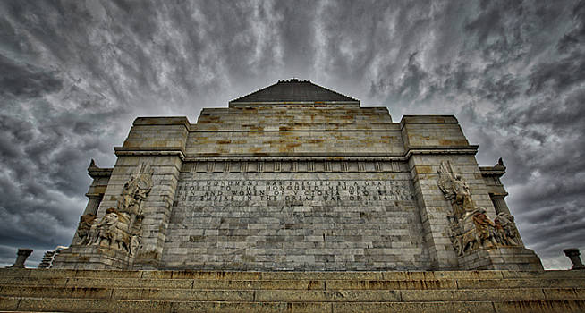 Shrine of Remembrance by Ross Henton