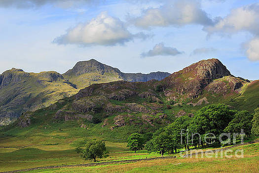 Side Pike and the Langdale Pikes in the Lake District by Louise Heusinkveld