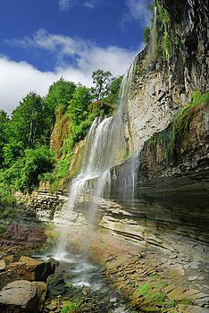 Reimar Gaertner - Side view of Websters Falls Niagara escarpment