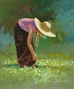 Sienna In White Clover by Tom Heflin