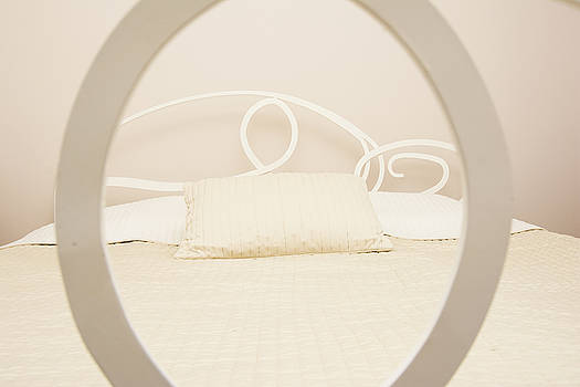 Newnow Photography By Vera Cepic - Simple beige bedroom