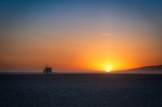 Simple sunset in Santa Monica LA by Daniela Constantinescu