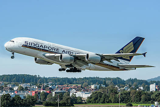 Singapore Airline Airbus A380 by Roberto Chiartano