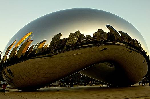 Skyline reflection on Cloud Gate - Chicago -  by Miranda  Miranda