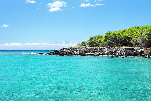 Small bay in Hawaii by Joe Belanger