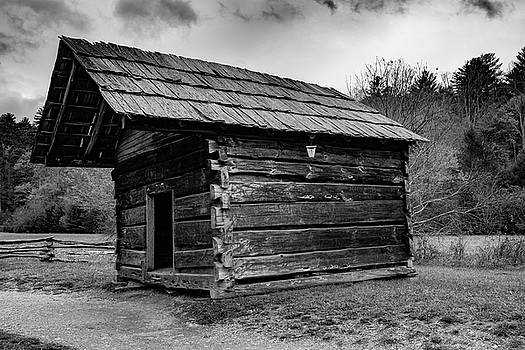 Small Log Building by Steven Ainsworth