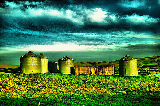 Small North Dakota shed and silos by Jeff Swan