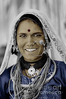 Craig Lovell - Smiling Banjari woman - Pushkar, India