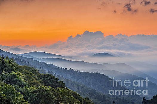 Smokies Paradise. by Itai Minovitz