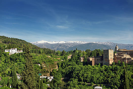 Reimar Gaertner - Snow capped Sierra Nevada Mountains between Generalife and Alham
