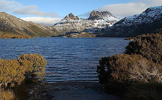 Snow on Cradle Mountain by Sarah King