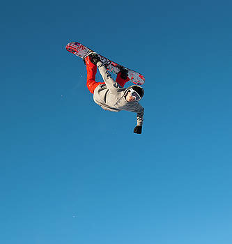 Snowboard Jumping  by Tamara Sushko
