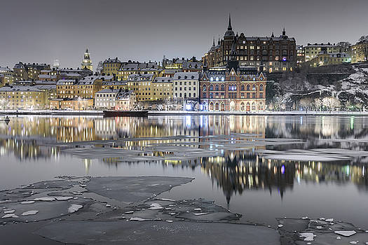 Snowy, dreamy reflection in Stockholm by Dejan Kostic