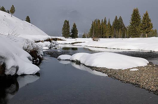 Reimar Gaertner - Soda Butte Creek during a snowfall in winter with Abiathar Peak