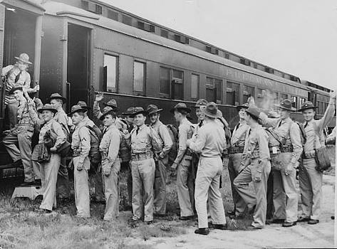 Chicago and North Western Historical Society - Soldiers Wave Goodbye While Boarding Train