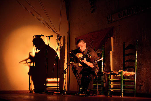 Reimar Gaertner - Solo Flamenco guitarist with spotlight on stage at night in Cord
