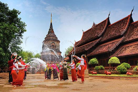 Songkran by Buchachon Petthanya