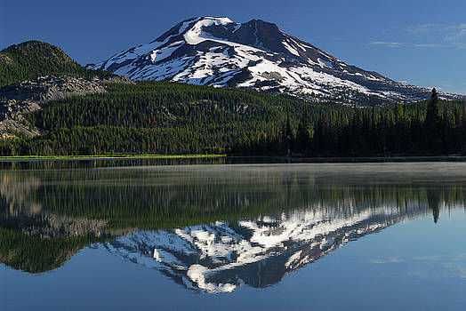 Reimar Gaertner - South Sister mountain reflected in Sparks Lake Oregon