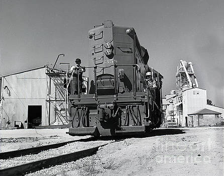 California Views Mr Pat Hathaway Archives - Southern Pacific GP9E locomotive  at the  Del Monte Sand Plant at at Spanish Bay 1972