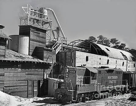 California Views Mr Pat Hathaway Archives - Southern Pacific GP9E locomotive No. 3358 at sand plant 1972