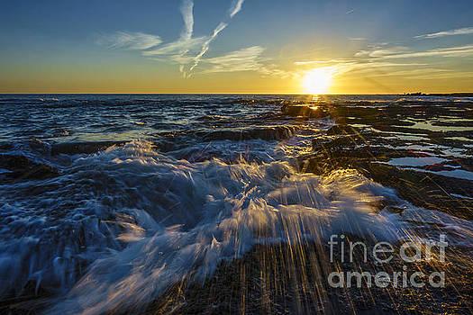 Splash Wave on Sunset Cadiz Sapin by Pablo Avanzini