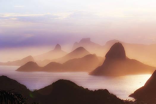 Splendid Rio Mountains by Philipe David