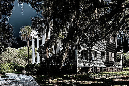 Dale Powell - Spooky Plantation