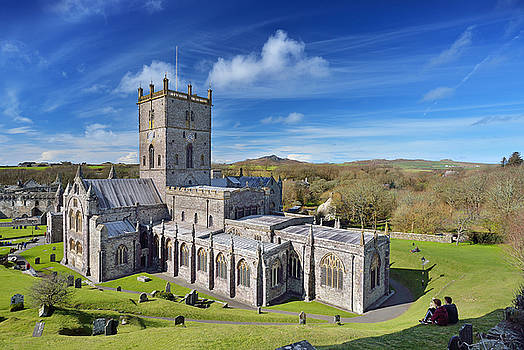 St Davids Cathedral 1 by Phil Fitzsimmons