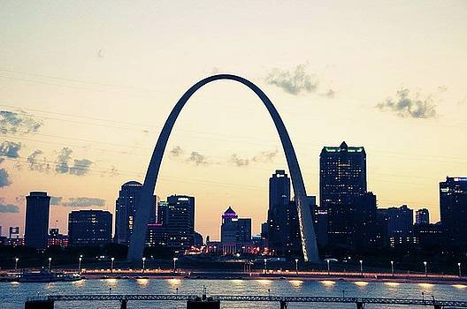 St. Louis Arch by Jennifer Cato