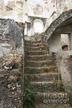 Compuinfoto   - staircase ruine from Moura castle