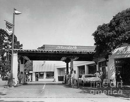 California Views Archives Mr Pat Hathaway Archives - Standard gas station on Ocean Ave. and San Carlos, Carmel, Calif circa 1968