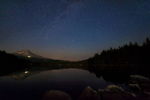 Stargazing at Trillium Lake by David Gn