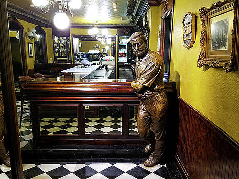 Statue of Hemingway by Mike Shaw