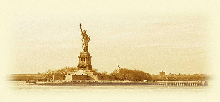 Pelo Blanco Photo - Statue of Liberty Old Yellow