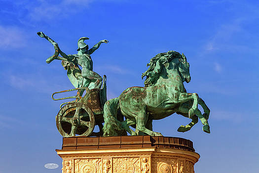 Elenarts - Elena Duvernay photo - Statue representing War, a man holding a snake on a chariot, on