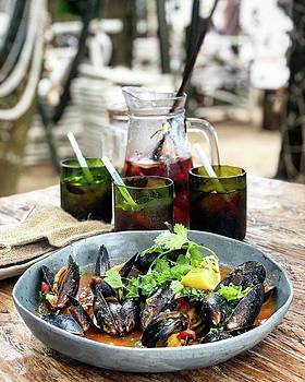 Steamed Black Mussells And Paradise by Arya Swadharma