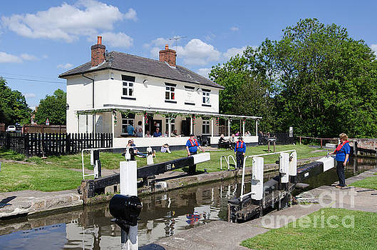 Stenson lock waiting by Steev Stamford