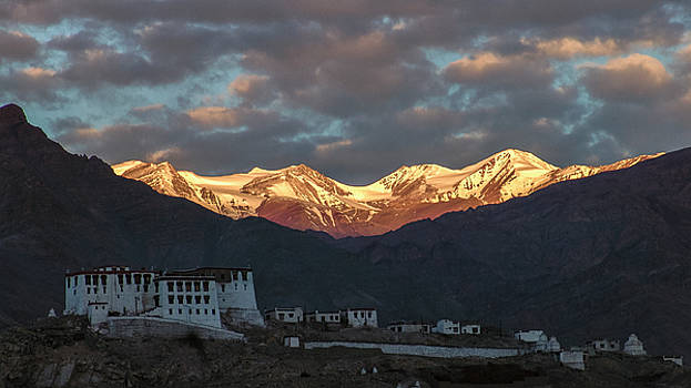 Stok range at dawn by Hitendra SINKAR