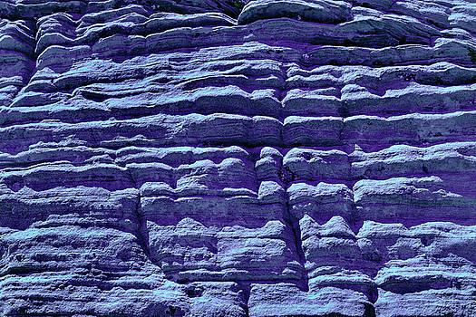 Stone In Ultra Violet by Evgeniya Lystsova
