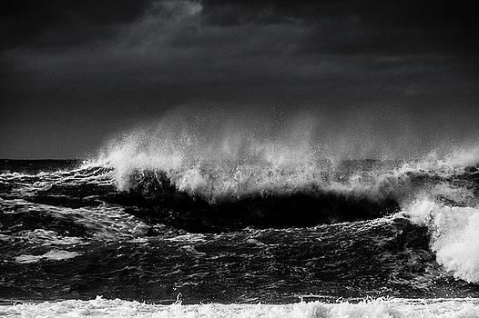 Storm Surf 2 by Larry Goss