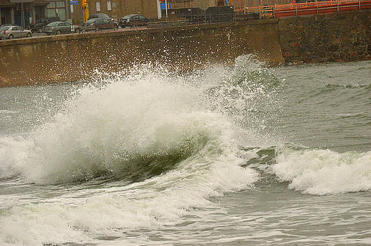 STormy Wave by Daniel Sullivan