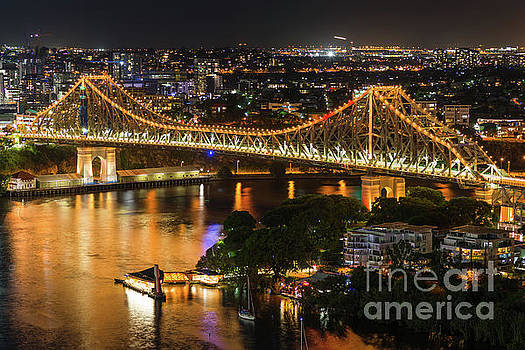 Story Bridge lit up after dark by Andrew Michael