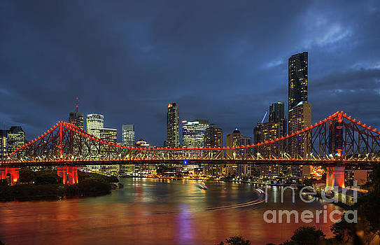 Story Bridge lit up  by Andrew Michael