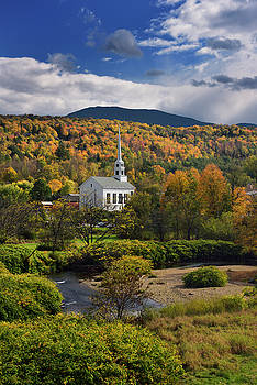 Reimar Gaertner - Stowe Community Church with Brush Hill in sunshine with Fall col