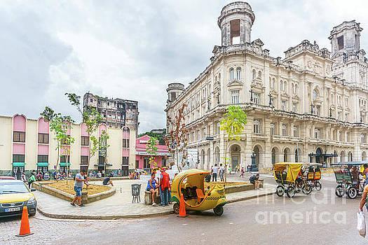 Street life in Havana, Cuba by Viktor Birkus