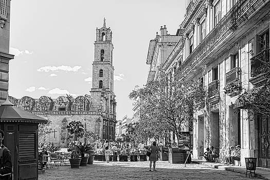Sharon Popek - Street scene in Old Havana