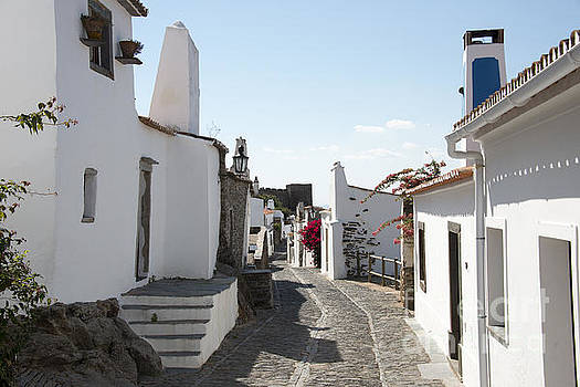 Compuinfoto   - street with white houses monsaraz