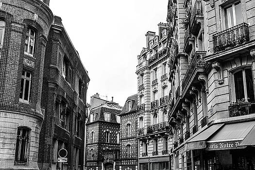 Streets of Paris BW by Leslie Trotter
